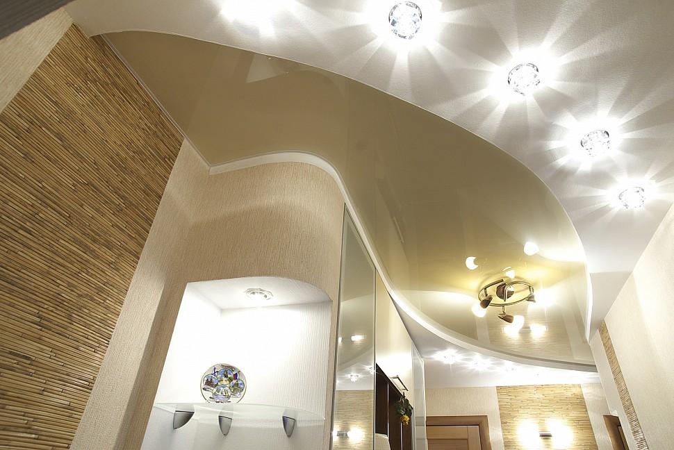 Фото дизайн натяжного потолка светильник